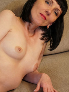 Skinny mature woman Cherry Despina spreading